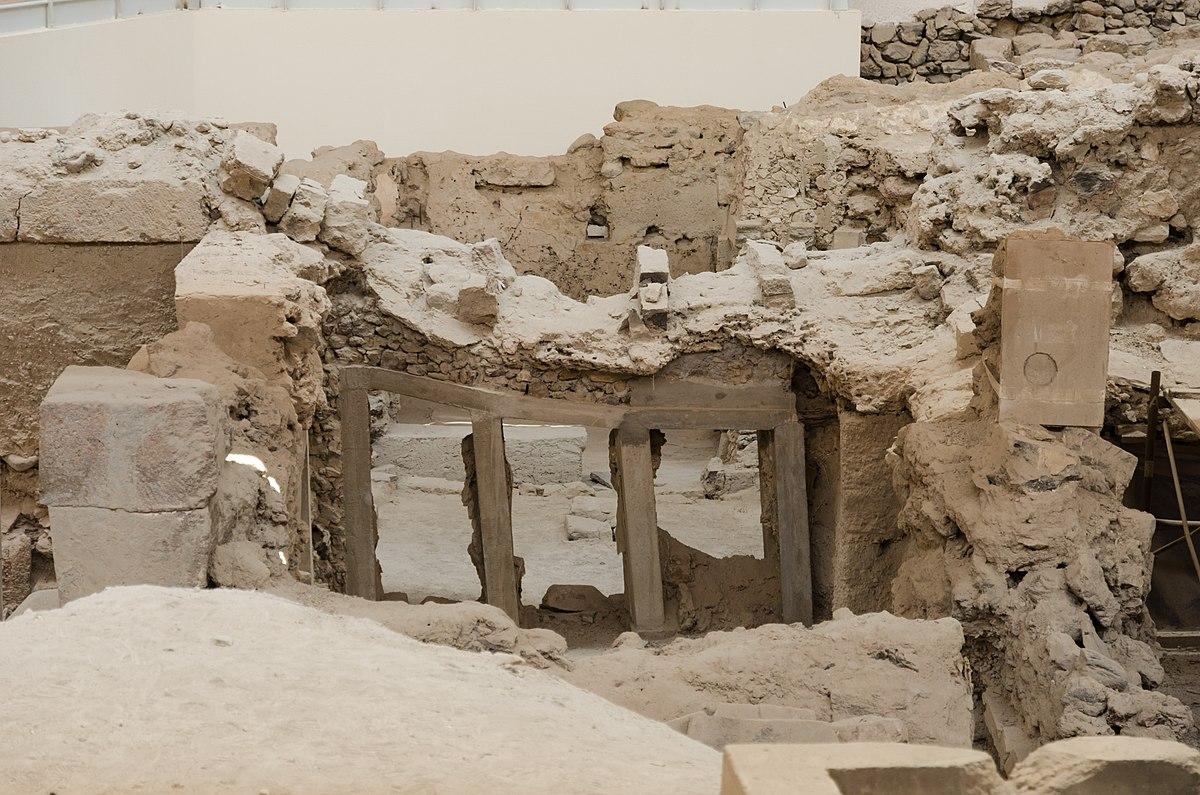 Le site archéologique d'Akrotiri : une plongée dans les ruines du village