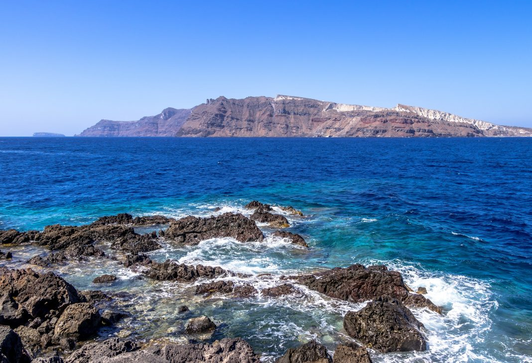 Les îles aux alentours de Santorin