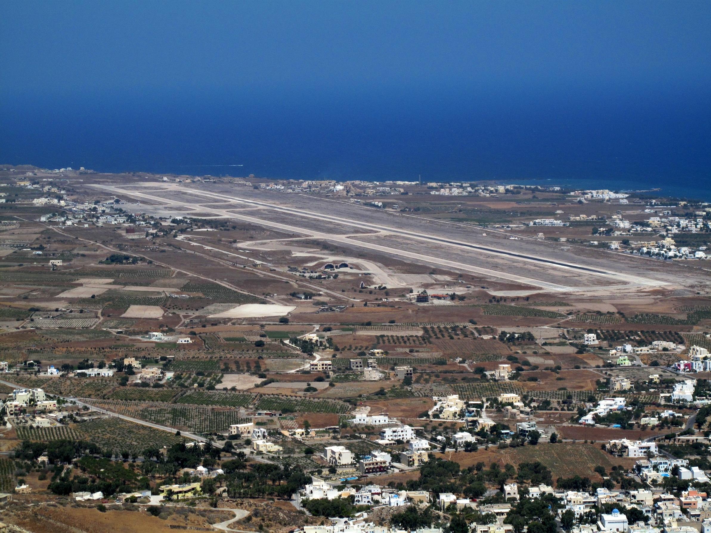 Comment se rendre à Santorin en avion ?