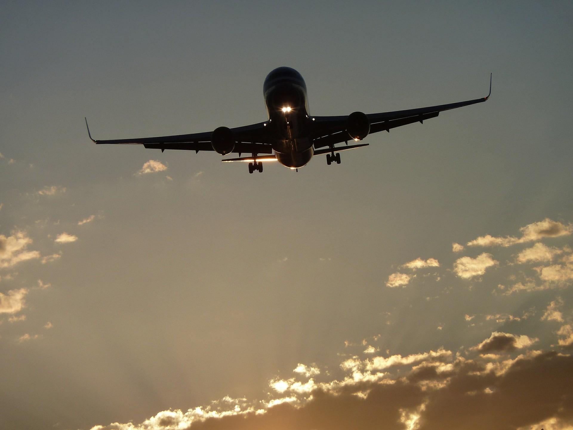 Quelles compagnies aériennes volent jusqu'à Santorin ?