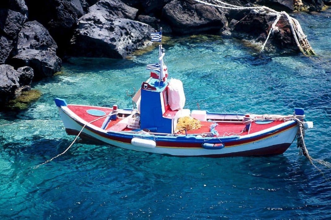 Comment se rendre à Santorin en bateau ?