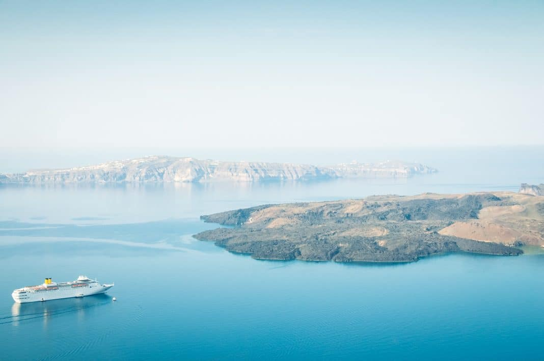 À la découverte de Néa Kaméni : l'île volcanique
