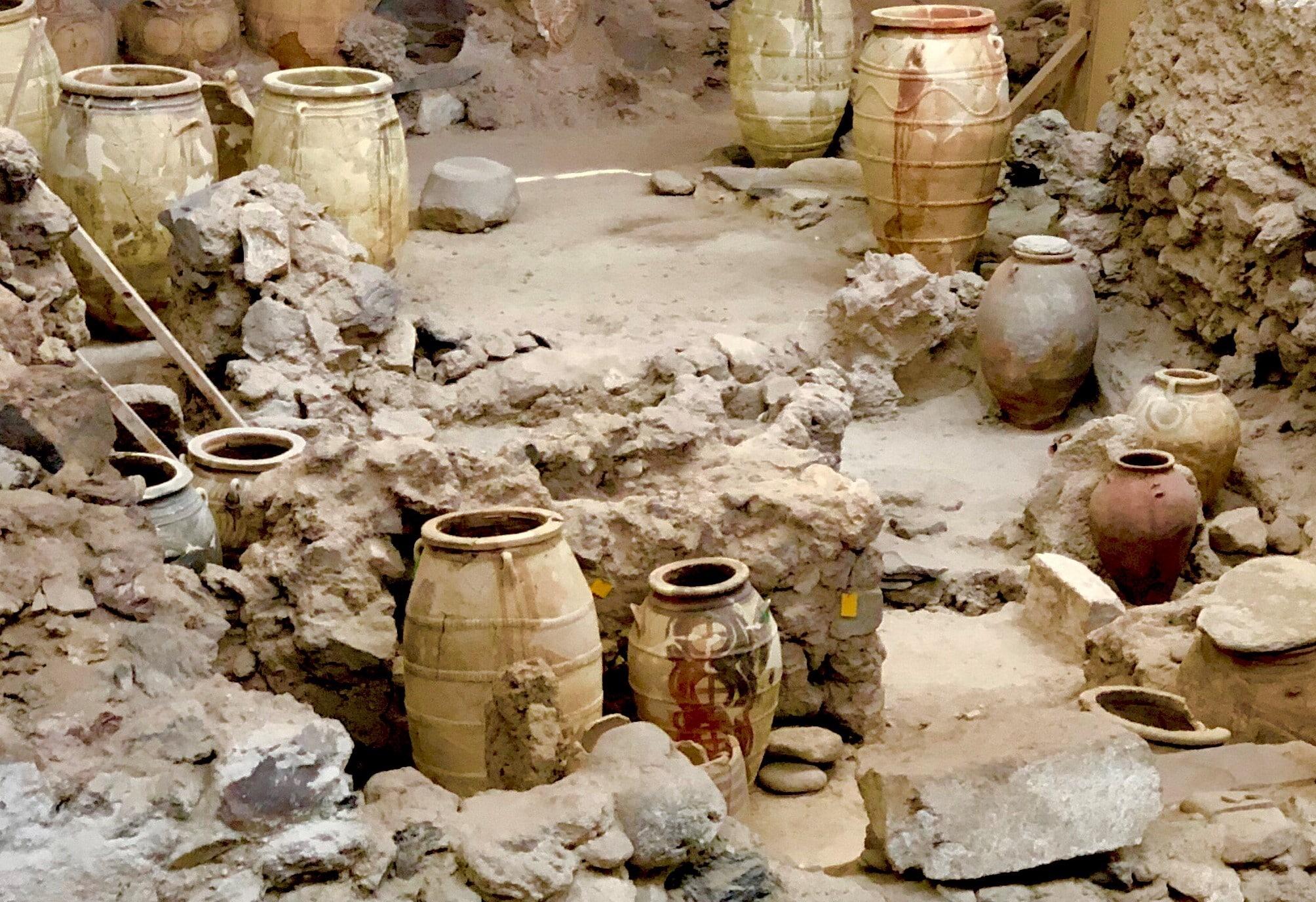 Que peut-on voir dans le musée préhistorique de Théra ?