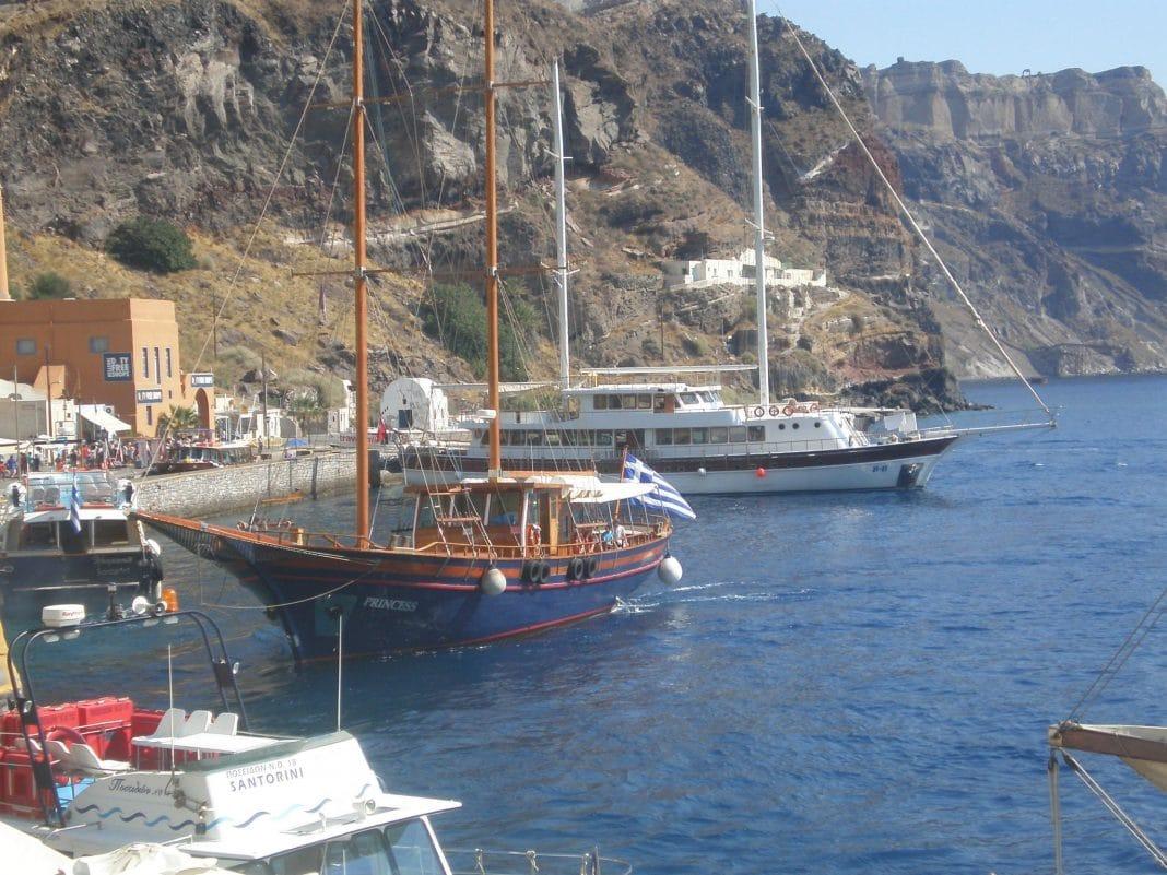Découvrir les ports de Santorin