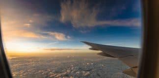 Comment voyager à Santorin avec vol et hôtel compris ?
