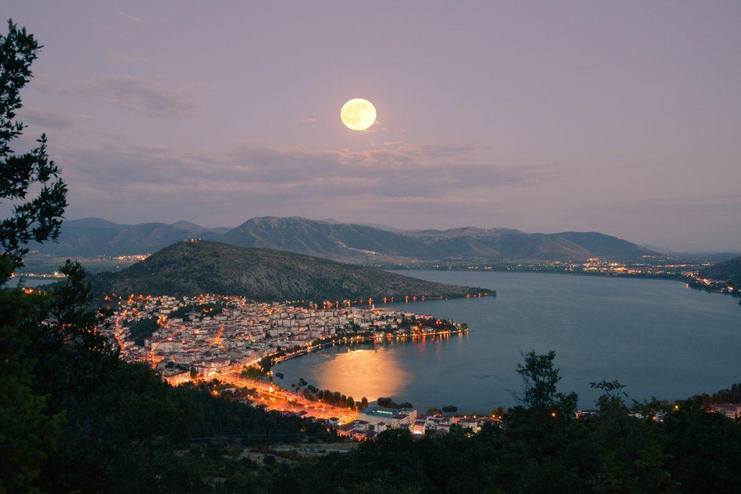 Où voir les plus beaux couchers de soleil de Santorin ?