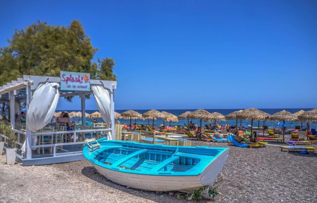Se promener sur les plages de Santorin
