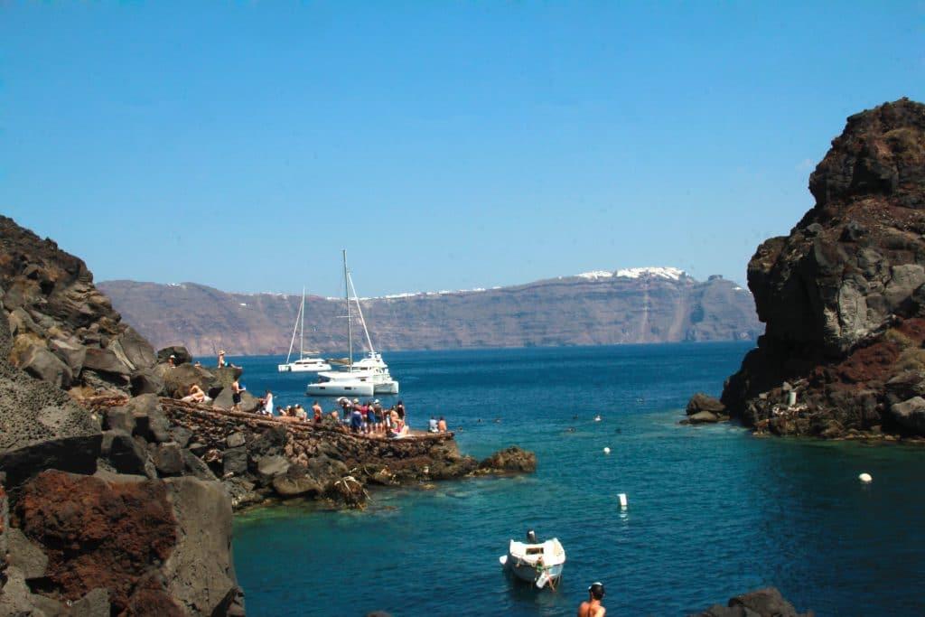 Pourquoi louer un yacht à Santorin ?