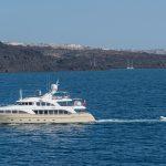 Comment louer un yacht à Santorin ?