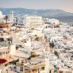 5 conseils pour séjourner à Santorin moins cher